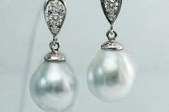 Pens-pearl-earrings