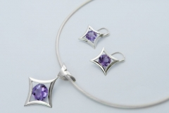 Necklet and earring set